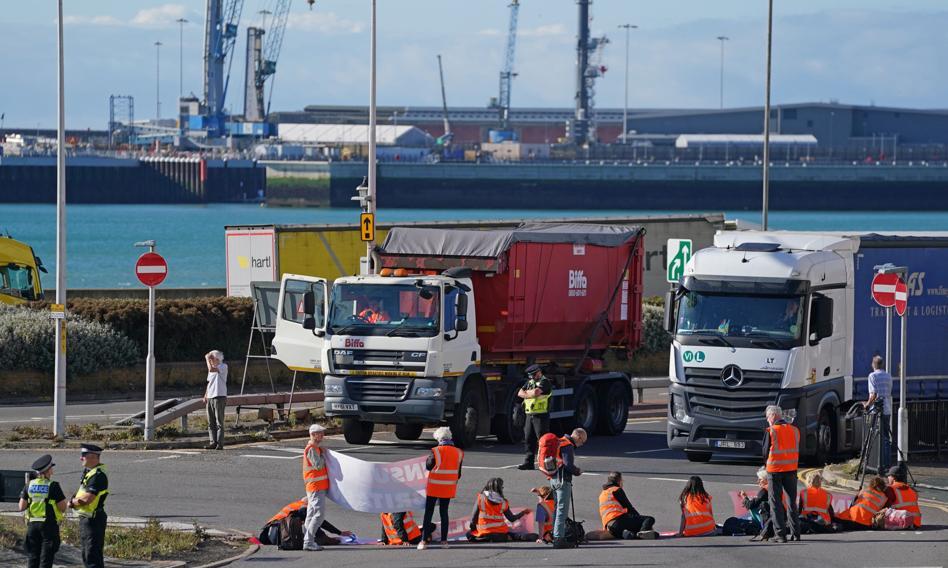 Aktywiści klimatyczni zablokowali port w Dover. Aresztowano 12 osób