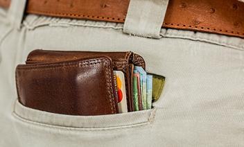 Karty kredytowe w odwrocie. Ich liczba spadła do poziomu z 2006 roku