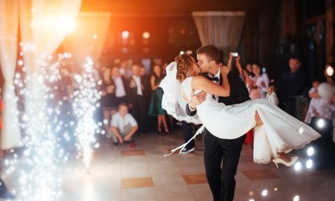 Komunie, wesela, uroczystości rodzinne. Zaszczepieni nie są liczeni do limitu osób