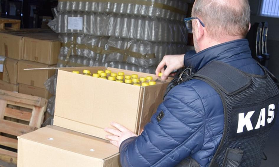 Skarbówka przekazała skonfiskowany alkohol na walkę z koronawirusem