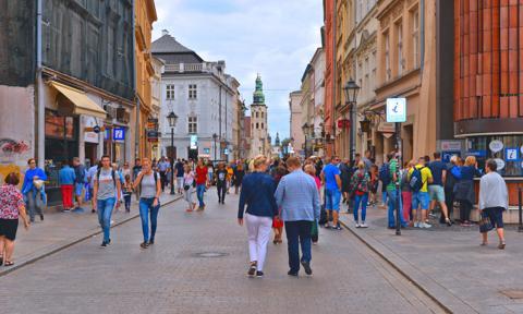 Raport: miejskie ulice mogą być alternatywą dla centrów handlowych