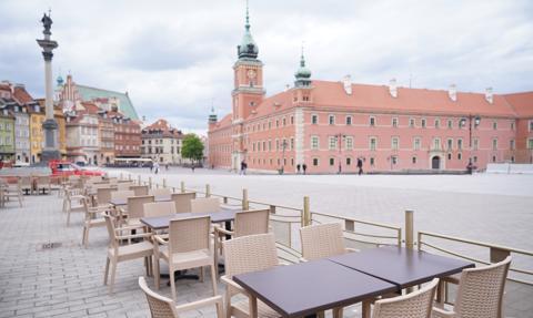 Warszawa obniża opłaty za zajęcie pasa drogowego na ogródek gastronomiczny