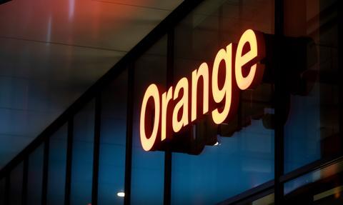 Orange utworzy JV z APG w celu budowy sieci światłowodowej; sprzeda 50 proc. udziałów spółki za 1.374 mln zł