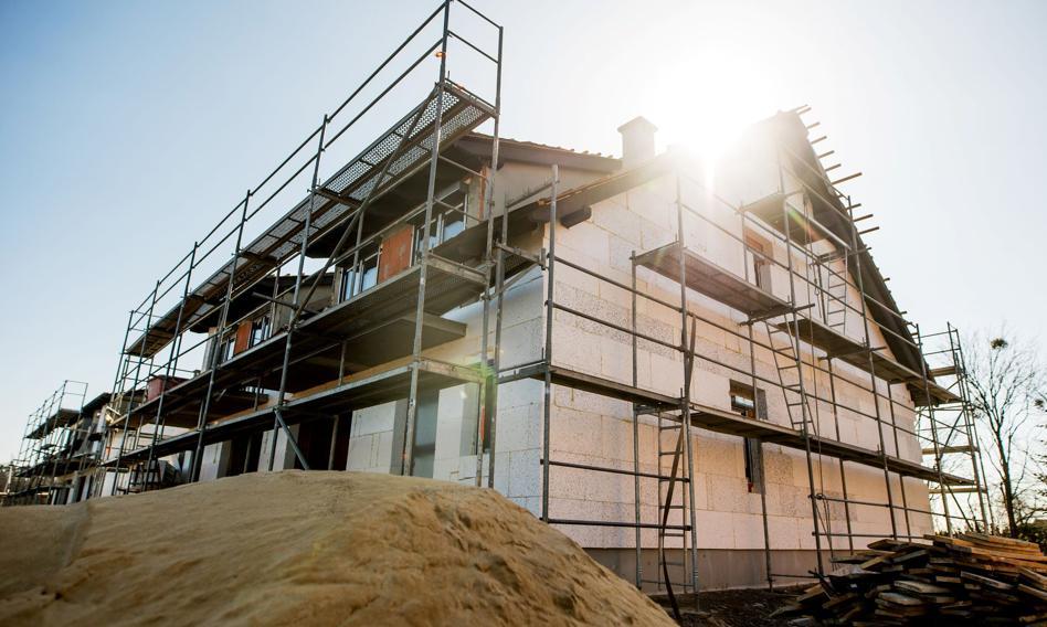 Budowa domu coraz droższa. Sprawdzamy, czy państwo byłoby stać na wznowienie zwrotu VAT-u za materiały budowlane