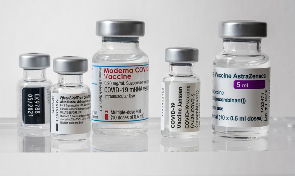 """""""Financial Times"""": Pfizer i Moderna podnoszą ceny szczepionek przeciw COVID-19"""