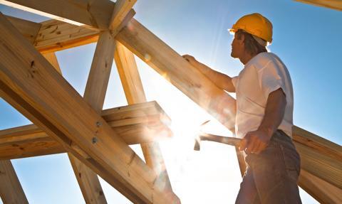 Budowa domu ruszyła przed kredytem? Część kosztów może pokryć wypłata z banku