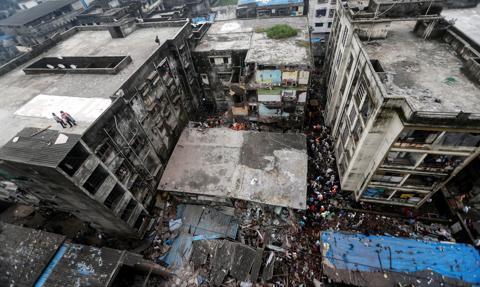 Rośnie liczba ofiar po zawaleniu się budynku pod Bombajem