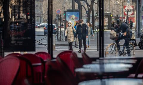 Nakaz noszenia masek w departamencie Mayenne we Francji