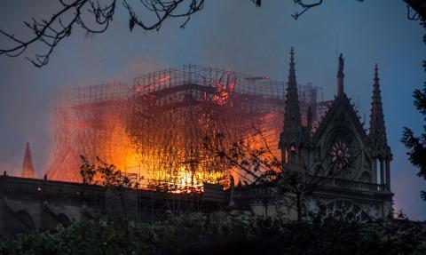 Dwa lata od pożaru w katedrze Notre-Dame. Zebrano 833 mln euro darowizn na odbudowę