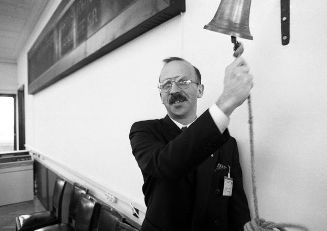 Prezes Wiesław Rozłucki w starym budynku giełdy. Rok 1992