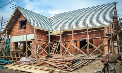 Budowa domu drożeje, ale wolniej niż przed rokiem. Ile kosztuje?