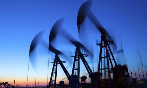 Ropa naftowa w USA lekko w górę po mocnym spadku jej amerykańskich zapasów
