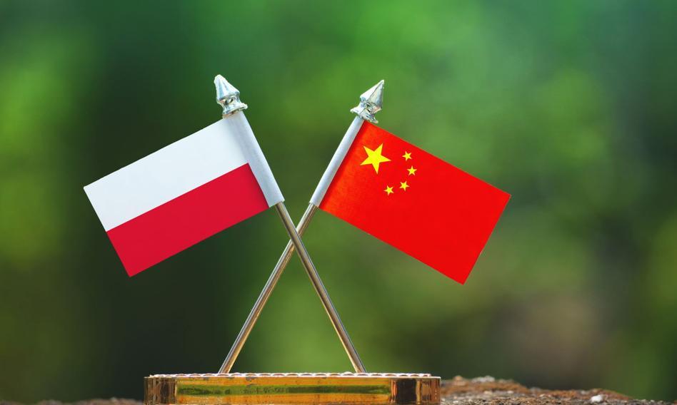 Polacy nie ufają Chinom, lecz uważają je za silne militarnie i gospodarczo [Raport]