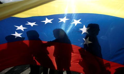 """W Wenezueli równoległe obrady """"starego"""" i """"nowego"""" parlamentu"""