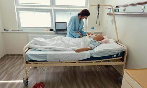 Onkologia droższa dla Polaka. Prawie połowa zarejestrowanych w UE leków nie jest refundowana