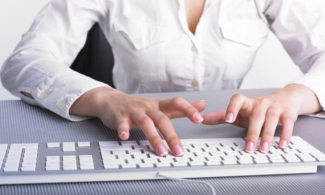 Jak zrobić przelew przez Internet? Ile trwa przelew online?
