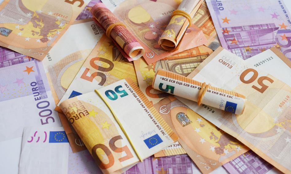 Kurs euro bez większych zmian. Frank po blisko 4,25 zł