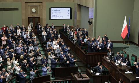 """""""Wygrała kasa i stołki"""". Sejm odrzucił wnioski o odwołanie Terleckiego, Sasina, Kamińskiego i Dworczyka"""