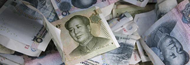 W święto zmarłych Chińczycy palą papierowe pieniądze