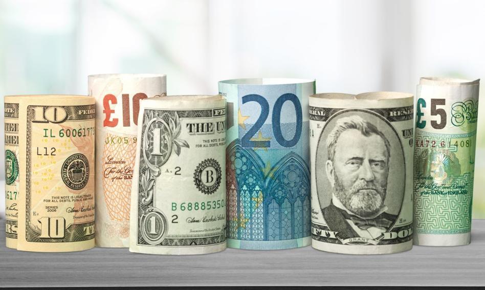 Kurs euro powyżej 4,55 zł. Dolar też tanieje