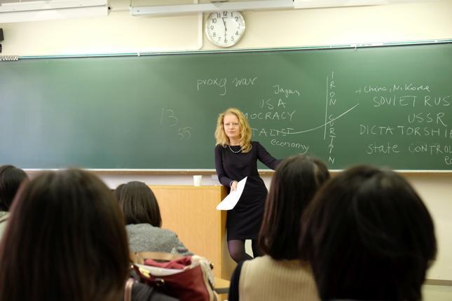 Dr Monika Ksieniewicz jest wykładowcą na Kobe College w Japonii