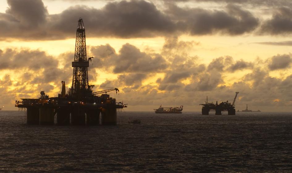 Ropa poniżej 48 USD za baryłkę, a jej zapasy w USA mocno się powiększyły