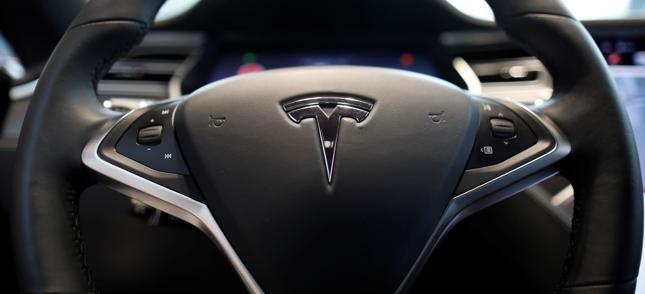 Tesla pokaże elektryczny samochód dostawczy w październiku 2017