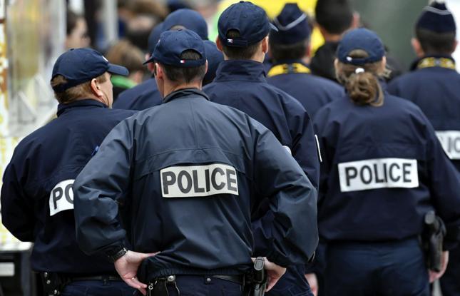 Francja: wzmocnione siły policji do ochrony letnich festiwali
