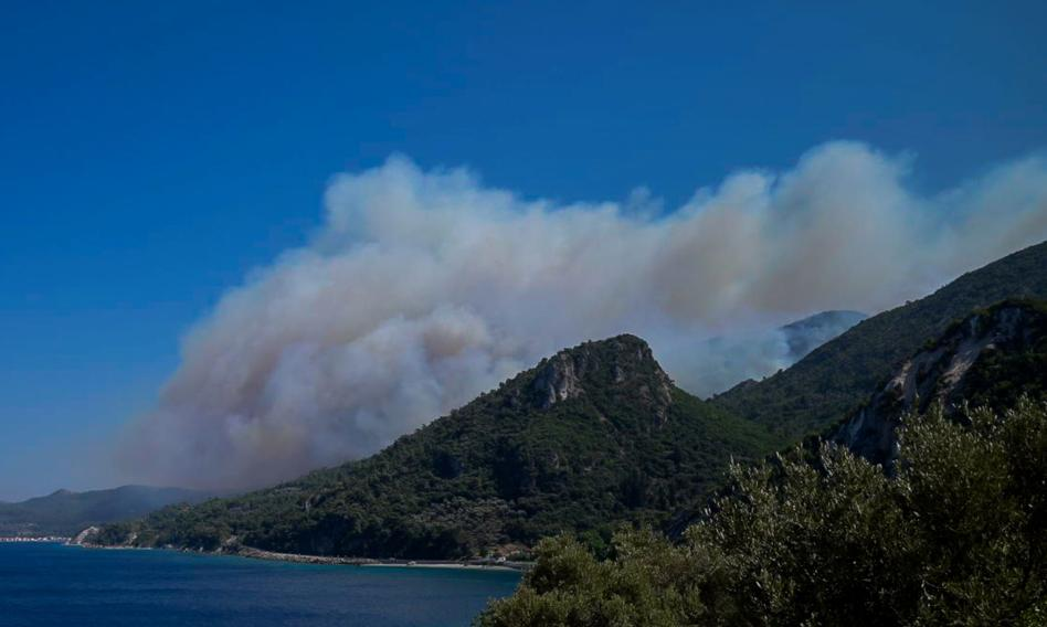 Największe od ponad 30 lat upały w Grecji. Strażacy walczą z pożarami