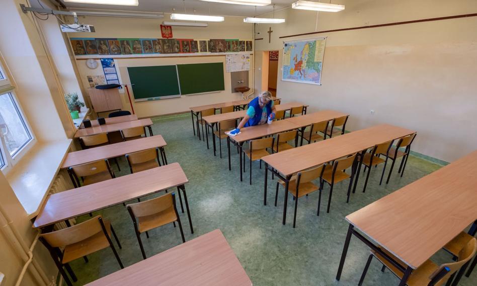 Wytyczne sanitarne dla szkół: szczepienie, dezynfekcja, dystans, higiena, maseczki i wietrzenie