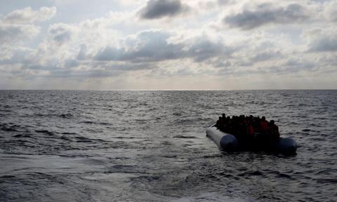 Wielka Brytania i Francja pracują nad powstrzymaniem migracji przez kanał La Manche