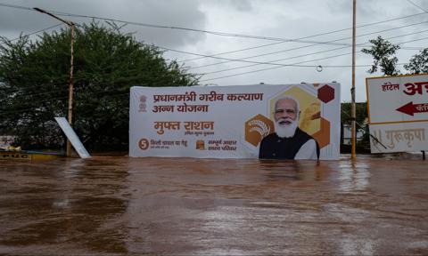 Śmiercionośne deszcze monsunowe zalewają wschód Indii