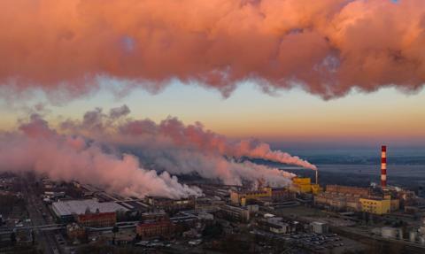 Ceny uprawnień do emisji CO2 szybują w górę. Prąd uderzy nas po kieszeni