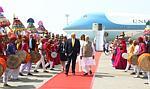 Wizyta Trumpa w Indiach. Zasłonięte slumsy i
