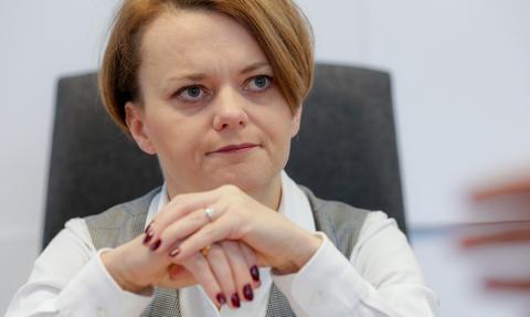 Emilewicz: Krzesła ministrów są gorące