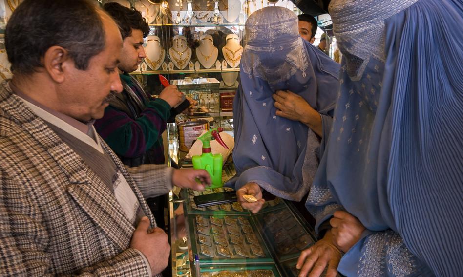 Afgańscy kupcy niepewni przyszłości. Gwałtownie rosną podatki i cła