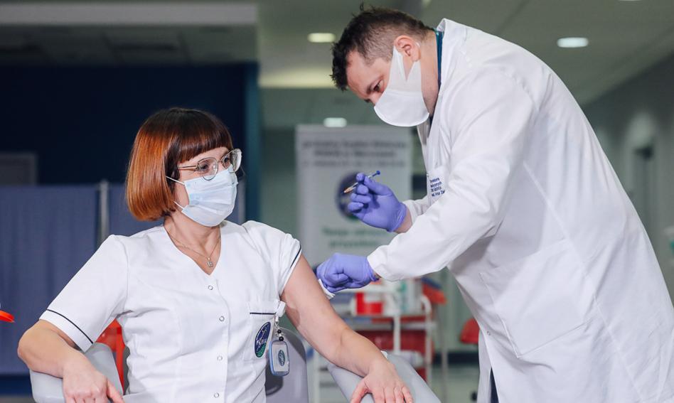Pierwsza osoba w Polsce została zaszczepiona przeciwko Covid-19