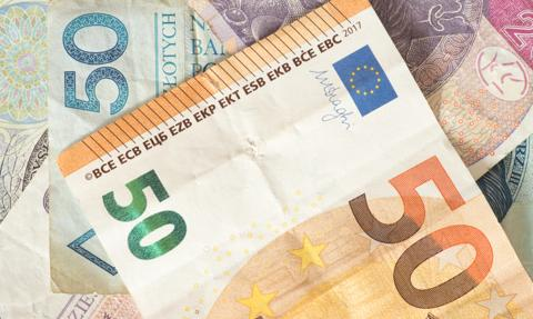 Kurs euro mocno w górę. Złoty spada wraz z giełdami
