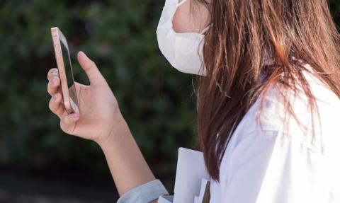 Średni miesięczny koszt internetu mobilnego to ok. 1,5 proc. pensji. Raport UKE