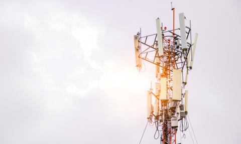Polska z 14 innymi krajami UE pisze do KE w sprawie fake newsów dotyczących 5G