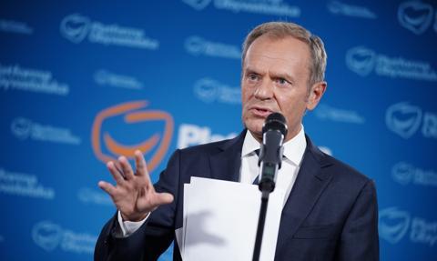 """Tusk: Konstrukcja """"ładu premiera Morawieckiego"""" oparta jest na zabieraniu jednym i dawaniu drugim"""