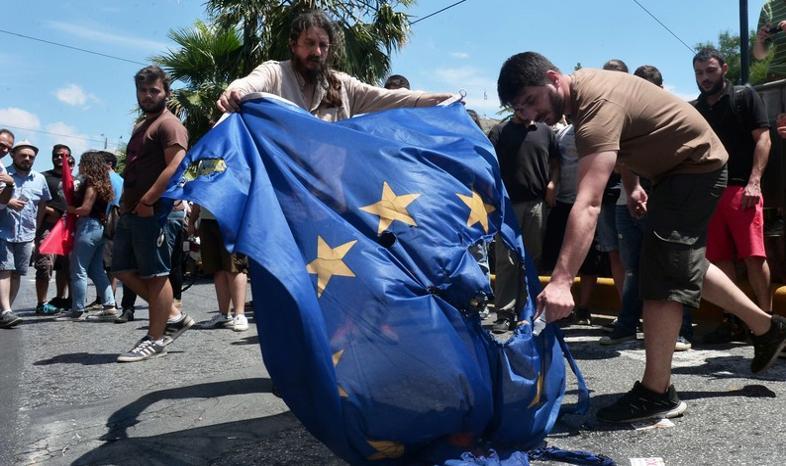 Francuska prasa: wynik greckiego referendum wstrząsa eurolandem