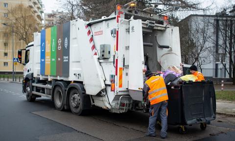 Wywóz śmieci drenuje portfele. Podwyżki sięgnęły nawet 100 proc.