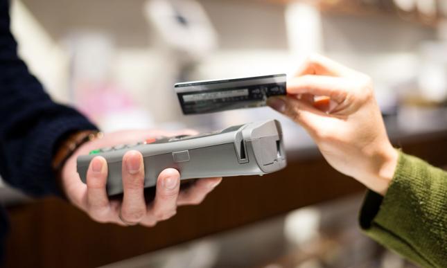 Jak zarobić i nie dać się przerobić na terminalu płatniczym