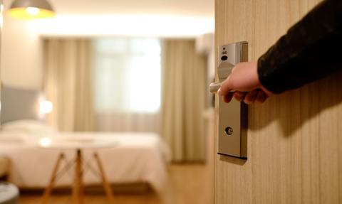 Władze wspólnoty Madrytu przeprowadzą testy na koronawirusa w hotelach