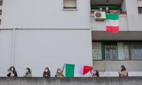 Dochody ponad połowy rodzin we Włoszech ucierpiały z powodu pandemii