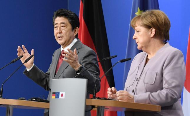 Premier Japonii Shinzo Abe i kanclerz Niemiec Angela Merkel