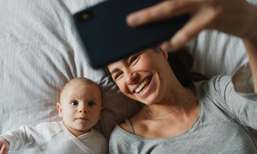 Sprawdzamy, jak legalnie dorobić na urlopie macierzyńskim