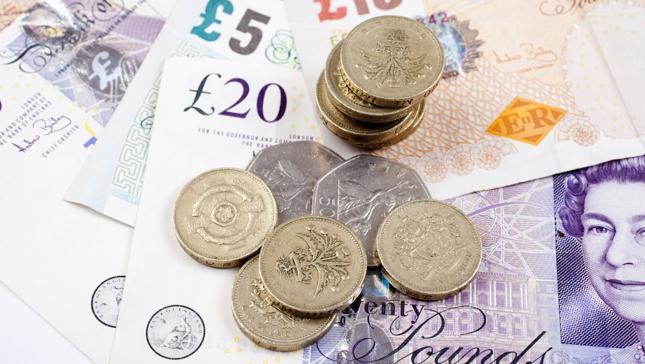 Absolwenci brytyjskich uczelni wkraczają w życie zawodowe z największym zadłużeniem wśród krajów anglojęzycznych