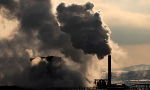 Komisja środowiska PE poparła podwyższenie celu ograniczenia emisji do 2030 r.